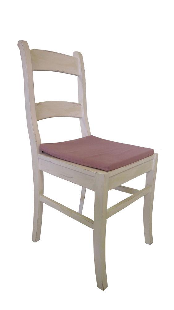 Holzstuhl mit Sitzkissen