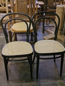Thonetstühle mit Rohrgeflecht